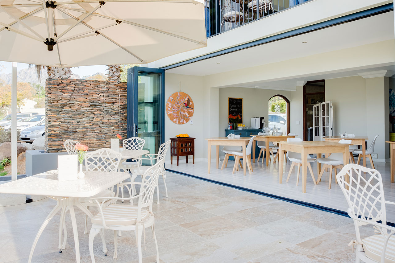 banhoek-lodge-patio-03